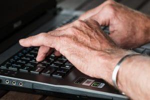Aide accès informatique aux personnes agées